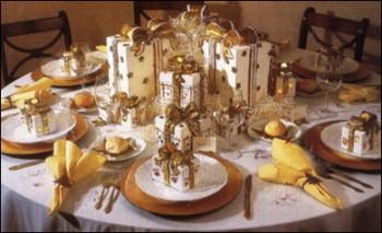 Украшаем новогодний стол свечи