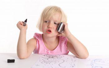 nuzhno-li-pokupat-rebenku-telefon